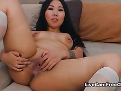 Sexy Hot Japanese Curvy Girl Fingering..